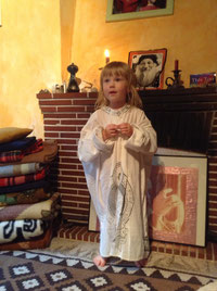 Lynn in the Osho Mani, getting prepared for the Meeting of the White Robe Brotherhood Meditation, on its 30° birthday, september 23, 2017
