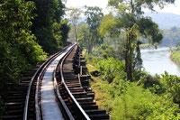 Die Death End Railway ist auf jeder West-Thailand-Rundreise ein Must Have Seen.