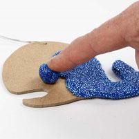 Foam Clay haftet auf versch. Materialien