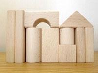 ヨーロッパ材使用安全安心無塗装木製玩具。くるま付積み木