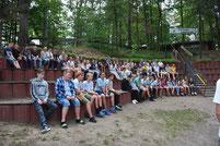 Kinder der Adler Kindergruppe, im Zeltlager Adlerhorst, in der Freilichtbühne