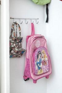 Porta corbatas que sirven para colgar las mochilas de los niños - AorganiZarte