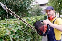 ouvrier des espaces verts au travail