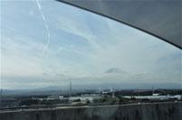 帰路は、雲に浮かぶ富士山が見られました。