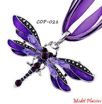 Collier à pendentif libellule violette et son cordon de soie