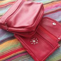 Etui Set aus rotem Lammleder mit Reissverschluss zur Verbreiterung der Tasche