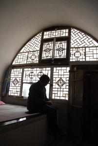 長老がすむ陝西省のヤオトン住居の室内