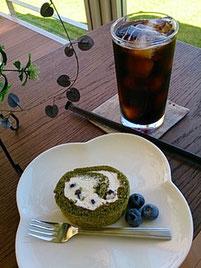 抹茶ロールケーキと蘭's Gardenオリジナルブレンドのセット