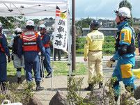 左)消防出動服・中)救助犬オーナー・右)県警広域救助隊