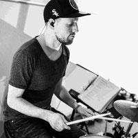 dmp school - Cajonlehrer, Percussionlehrer - Coach Simon