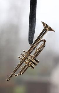 Minitrompete aus Messing am schwarzem Band