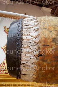 Grand tambour du Vat Kdol à Battambang avec son décor lotiforme. Cambodge.