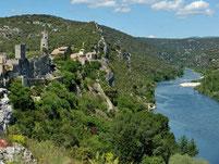 En quelque coup de pagaies, vous accédez aux magnifiques Gorges de l'Ardèche.