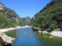 Les gorges de l'Ardèche sont accessible à partir de Saint Martin d'Ardèche sans contrainet de temps en remontant à la pagaie.