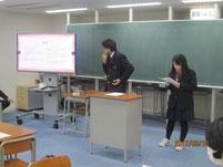 代表者2名が、調理実習で学んだことを学習発表しました。