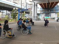 まずは車椅子の扱い方に慣れよう