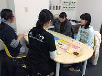 会社の説明を受けています。HPの企画やデザイン、製作など多岐に渡る仕事に生徒も驚きです。