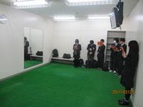 選手が素振り等の練習で使うミラールーム。