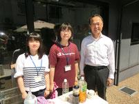 夏祭りのボランティアで市長と交流。
