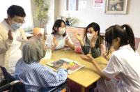 患者さまとの直接のコミュニケーションでは会話も弾みます。