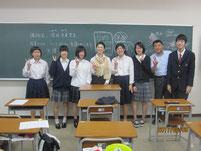 柴田未来さんを囲んで記念写真。