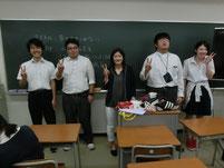 授業後に希望する生徒は記念写真