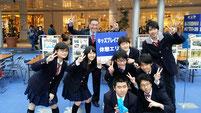 生徒たちで記念写真。