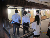倉田宏さんより、カゴメの歴史についての説明を受ける。