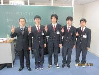 和田義雄さんを囲んで記念写真。