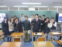 講師の山下雅嗣さんを囲んで記念写真。