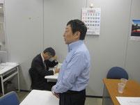 寺脇研さんが教育講演している様子。