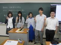 池田香代子さんを囲んで記念写真。