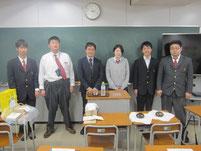 希望する生徒たちと記念写真。
