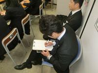 新聞記者が特別授業を取材。