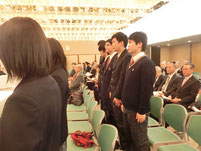 金沢キャンパスが表彰式で呼ばれて生徒たち全員起立。