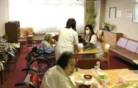 配膳と食事の介助