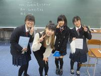 ミュジーシャン畑田紗李さんを囲んで記念写真。
