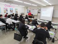 リバティペットケアカレッジの加藤祐太郎先生の説明。