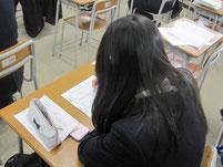 特別授業の後に生徒たちはワークシートを作成。
