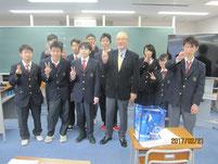 大槻洋也教授を囲んで記念写真。