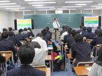 津田伊久磨さんの講話。