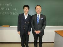 特別授業の後に、希望する生徒と2ショット写真。