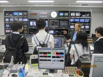 「調整サブ」と呼ばれるテレビの放映室。