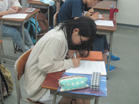 特別授業終了後に、ワークシートに感想を記入。