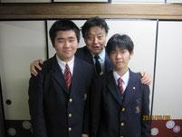 自宅を訪問した時に生徒たちと記念写真。
