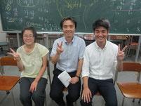 生徒とキャンパス長と蓮池薫さんの記念写真。