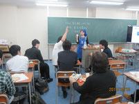 質疑応答で積極的に質問する生徒。