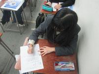 生徒がワークシート記入。