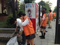 自動販売機やバス停の前には、いつもゴミが溜まっています