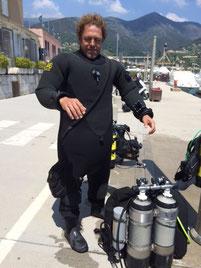 Fabien,, plongeur TEK trimix, plein de gaz, ouiiiiii ....  (sans rancunes)